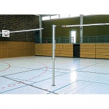 Volleyball posts with spindle tensioning device, central uprights for multiple courts - acc. to EN 1271