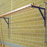 Horizontal wall ladder