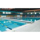 Mobile bulkhead for swimming pools